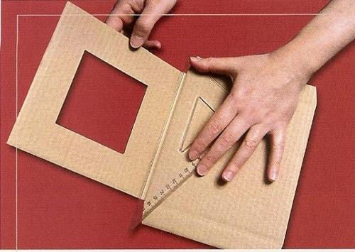 Cách làm khung ảnh treo tường bằng bìa cứng