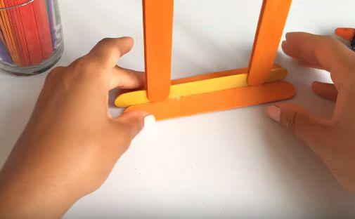 Cách làm khung ảnh treo tường bằng que đè lưỡi