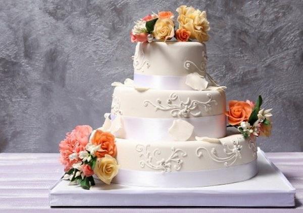 10 mẫu trang trí bánh kem cưới đẹp