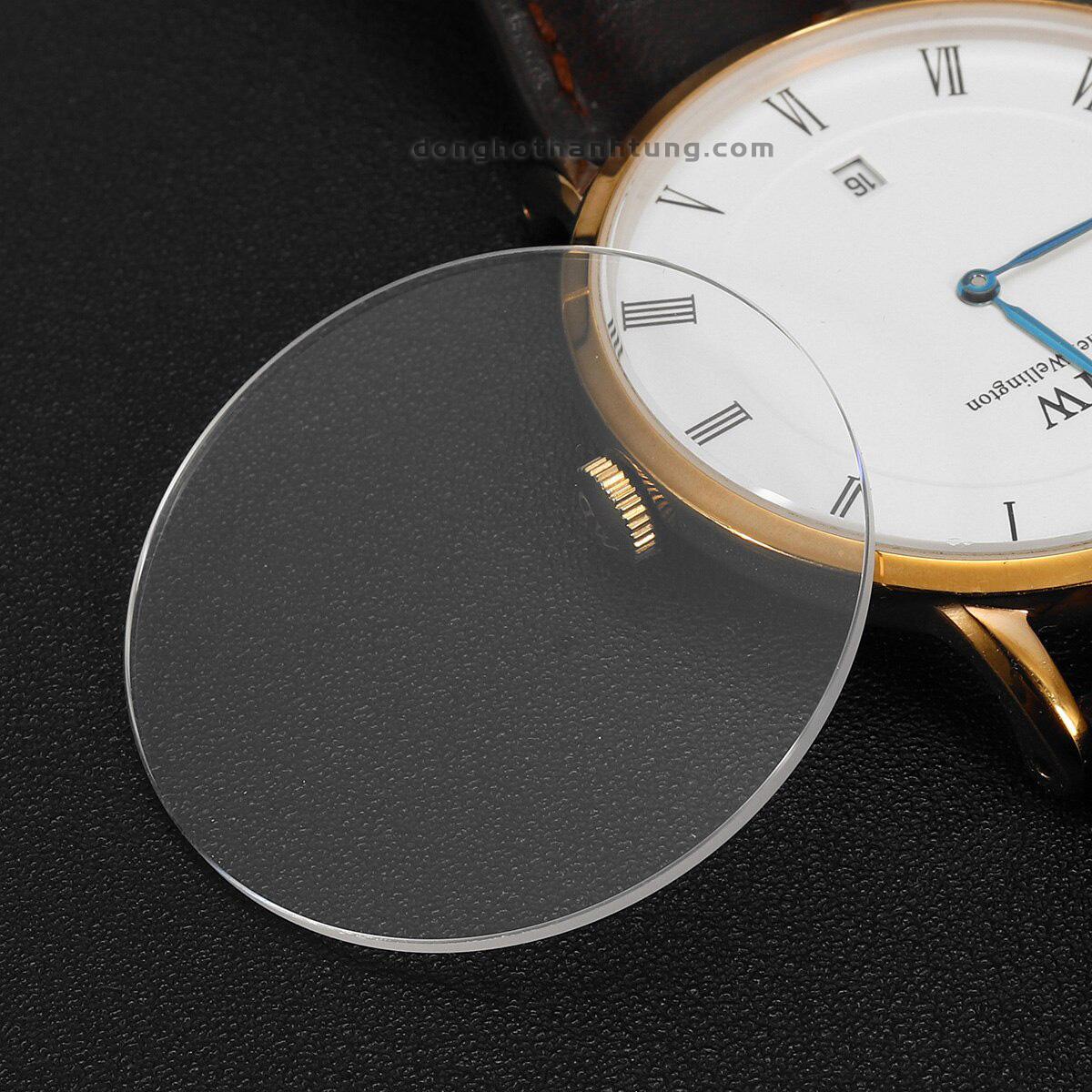 Mặt kính đồng hồ : Ưu điểm và nhược điểm