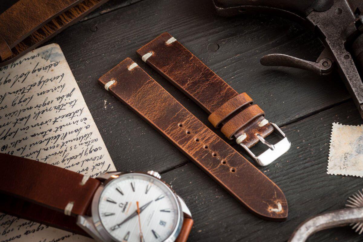 Cách bảo quản dây da đồng hồ hiệu quả lâu dài