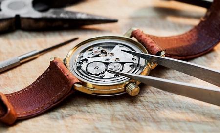 Khái niệm so sánh đồng hồ cơ và đồng hồ pin