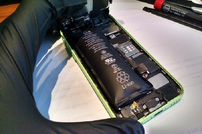 Dịch vụ thay pin iPhone ở quận 10 uy tín và chất lượng tại Hcare